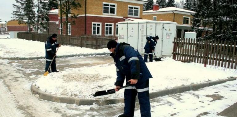 Уборка снега в ручную, лопатой, услуги рабочих.